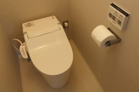 暗いトイレ写真