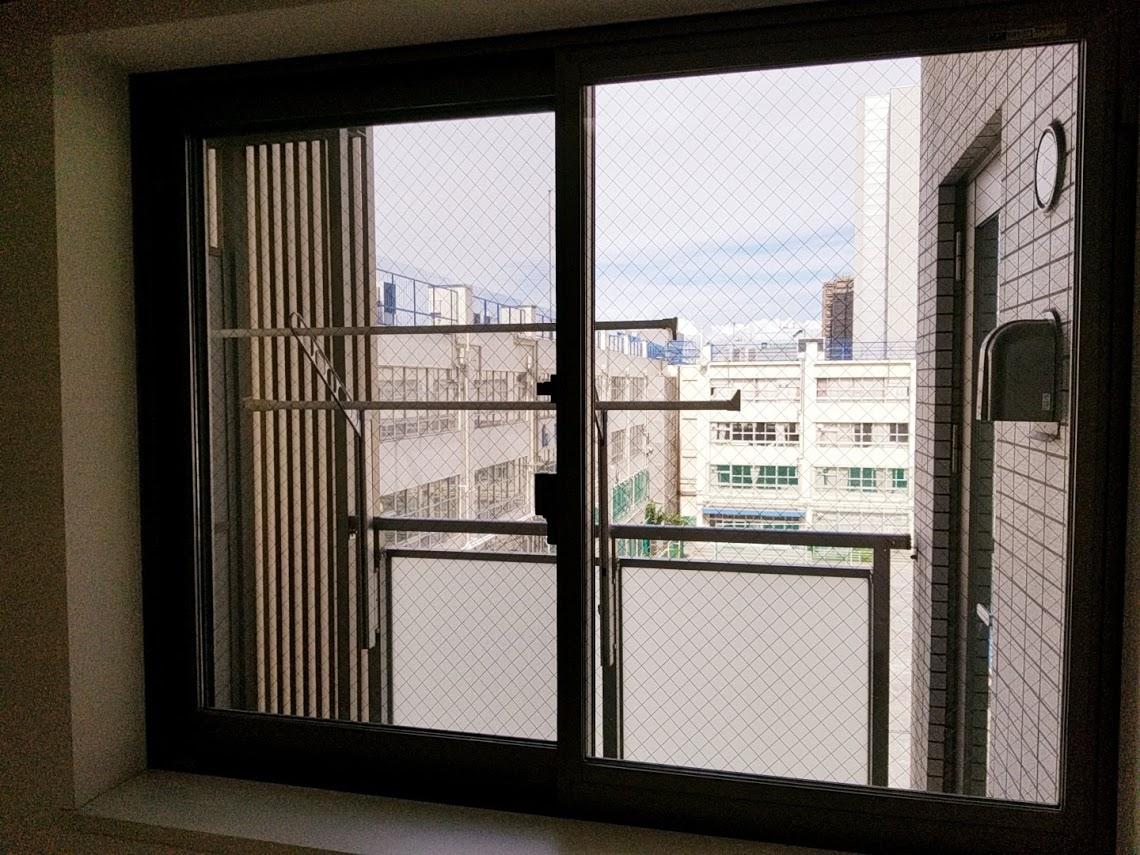 プレミスト東陽町の5.9帖の洋室の窓