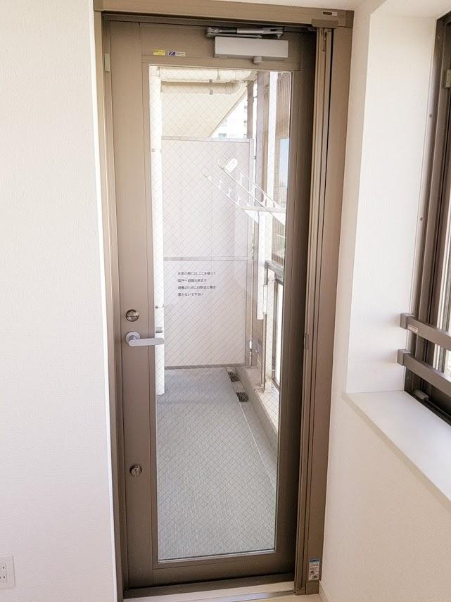 プレミスト東陽町のバルコニーへの扉